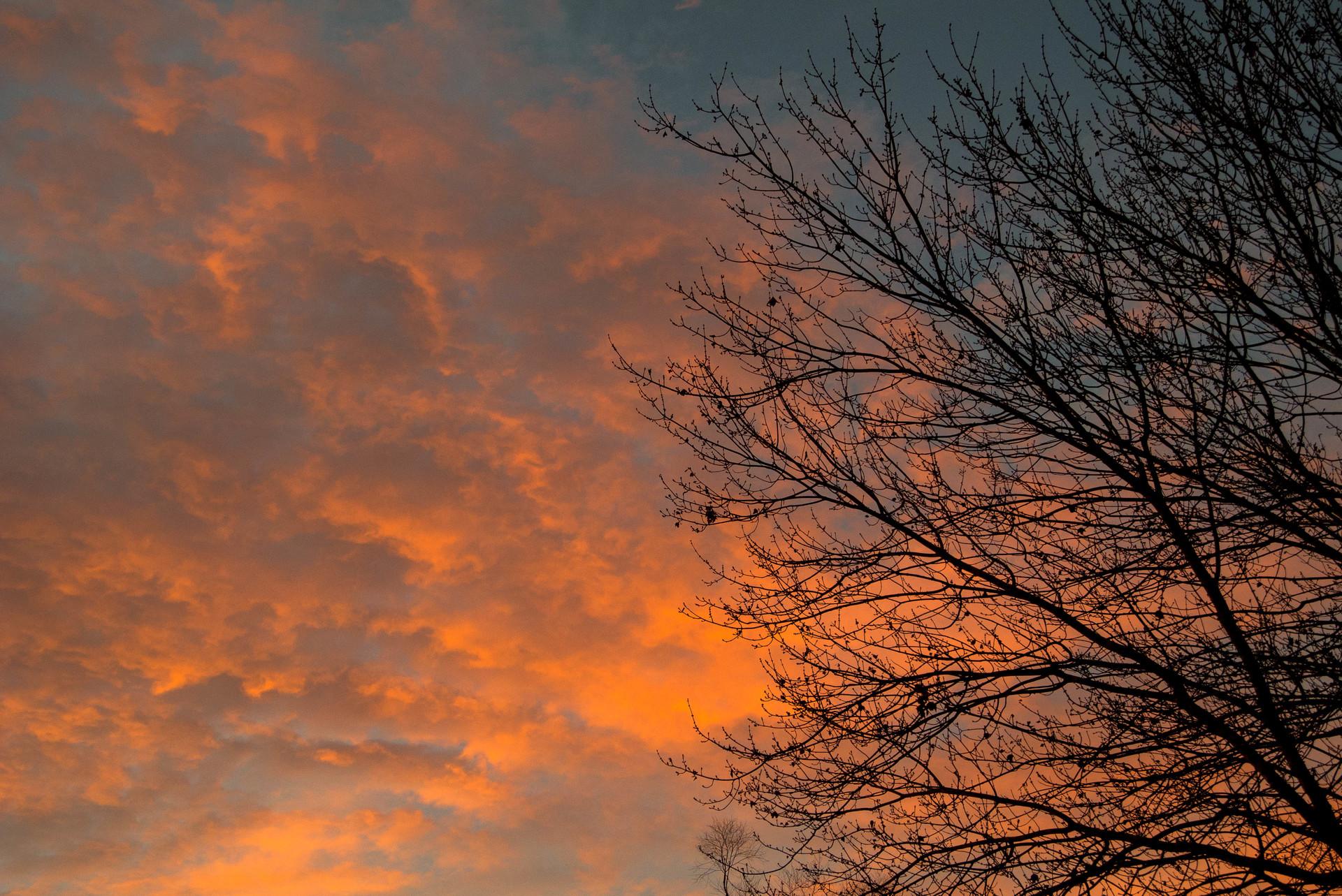 Fiery Dawn. clouds at dawn