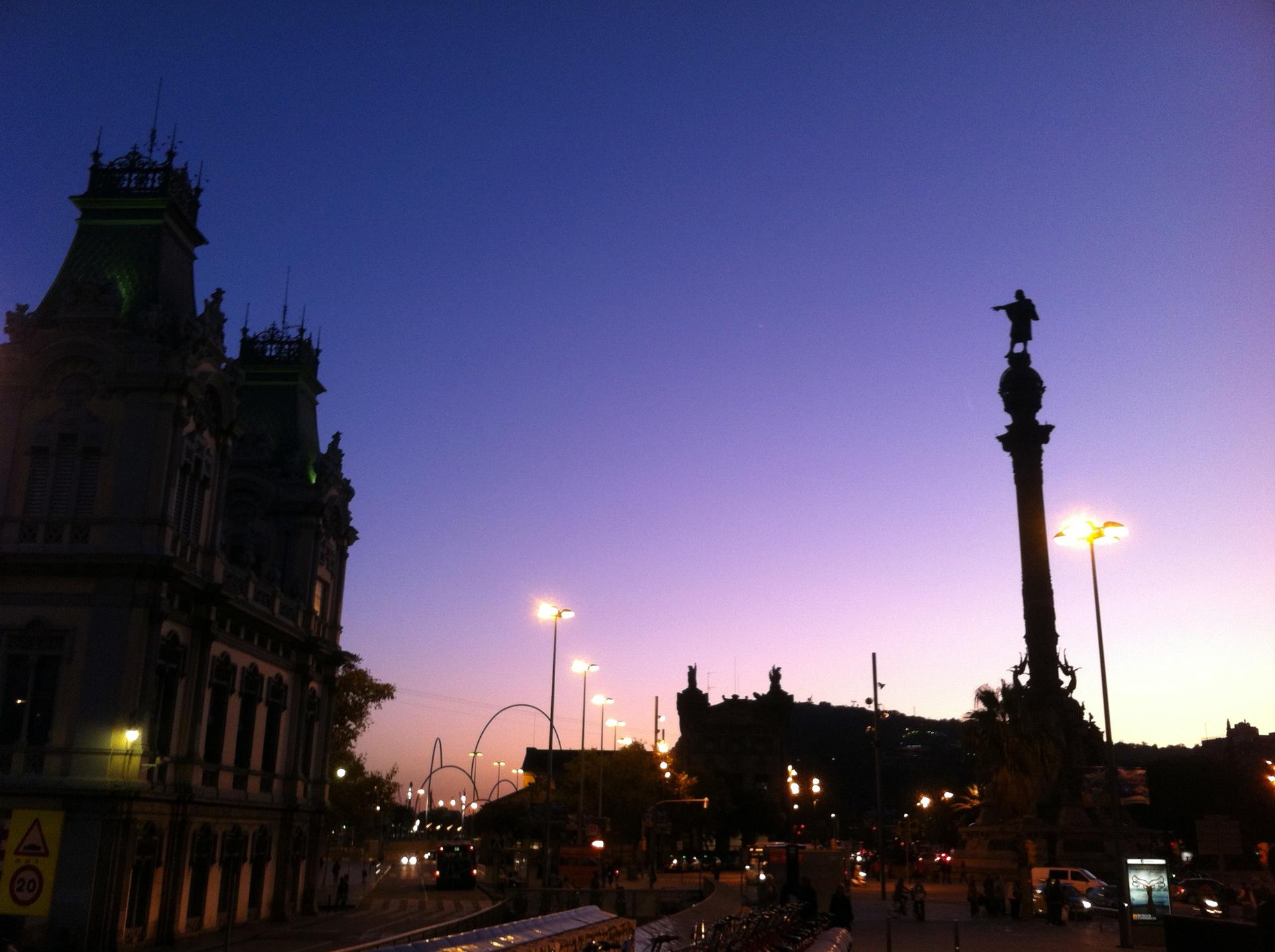 Sunset in Barcelona | gato.gordi, architecture, city, evening