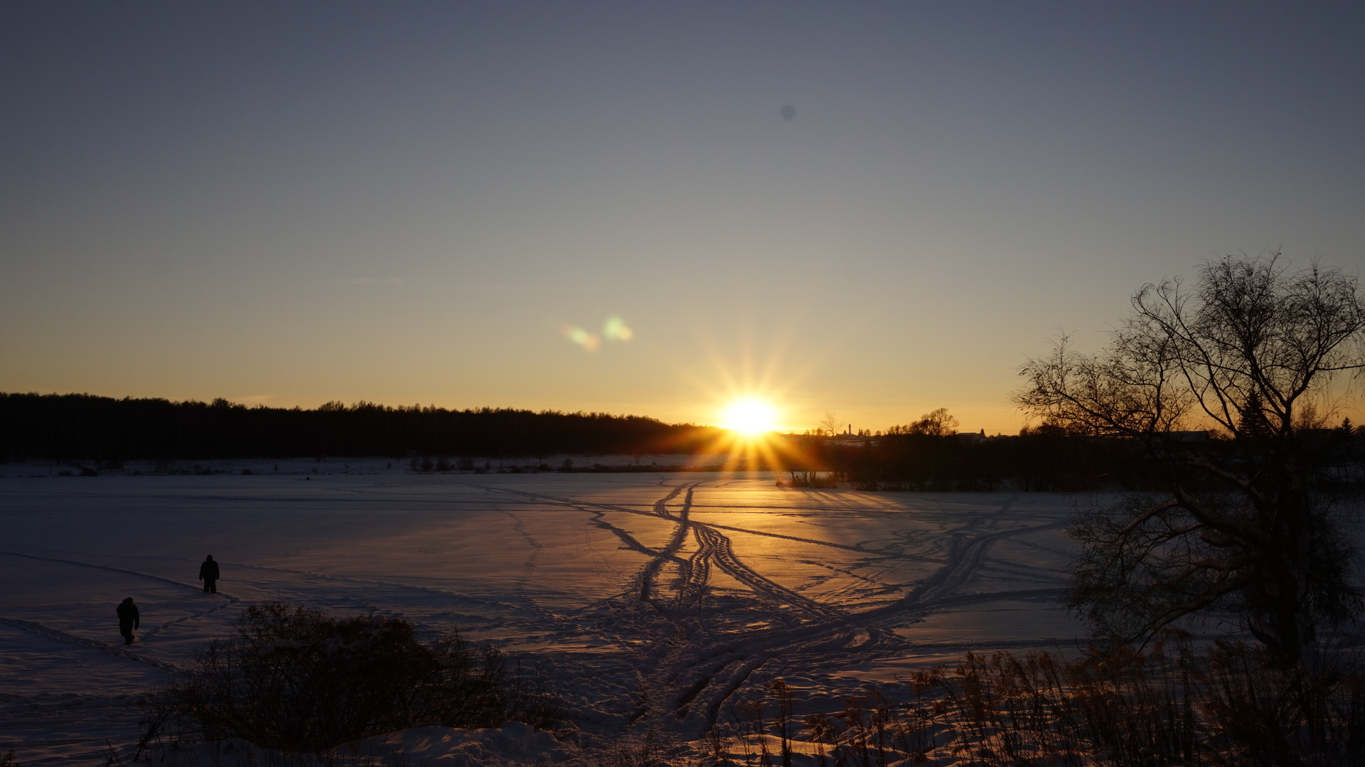 Sunset at snowy landscape | snow, sunset, people, incidental